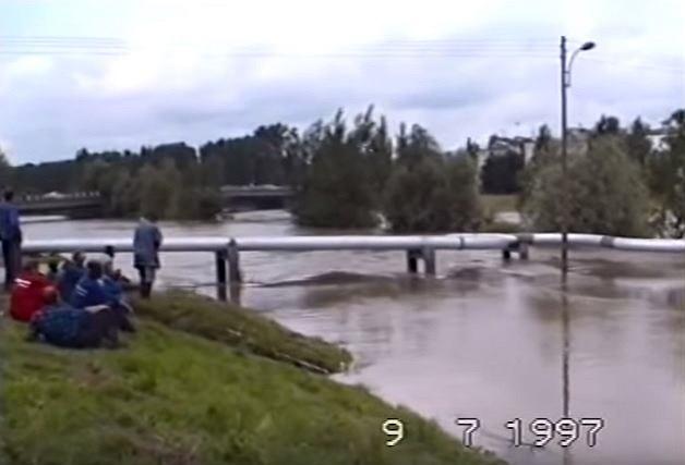 Powódź 1997 w Opolu - kadr z amatorskiego filmu