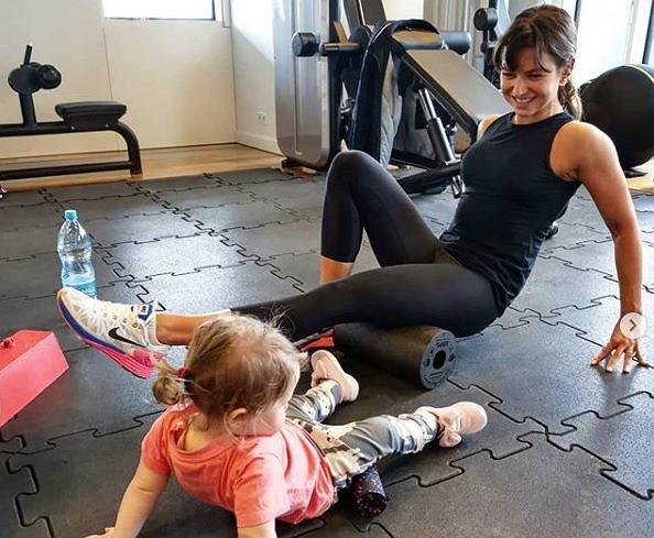 Anna Lewandowska trenuje z córką Klarą