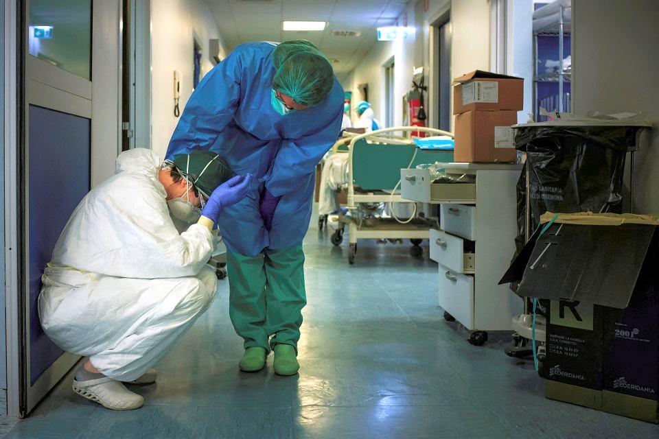 WHO: Pandemia zabija i wykańcza psychicznie medyków na całym świecie