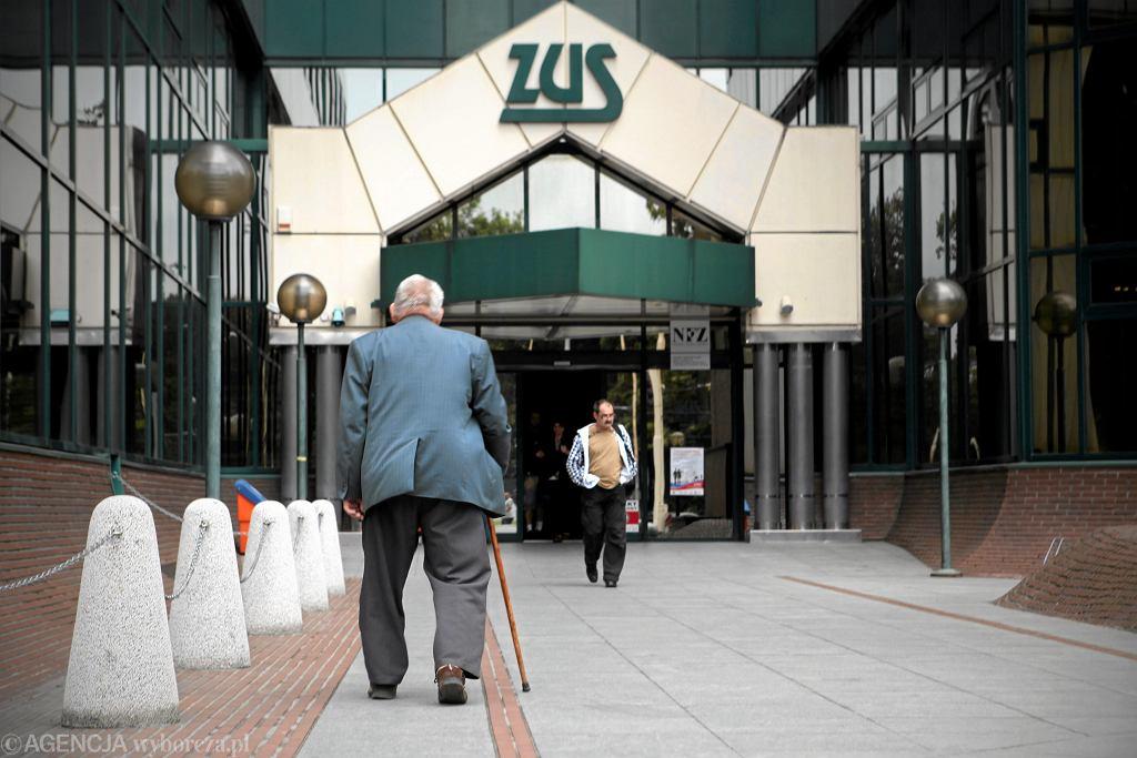 Obniżony wiek emerytalny: Gmach ZUS w Szczecinie