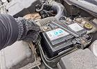 Jak odłączyć i podłączyć akumulator w samochodzie? Uwaga! Kolejność jest kluczowa