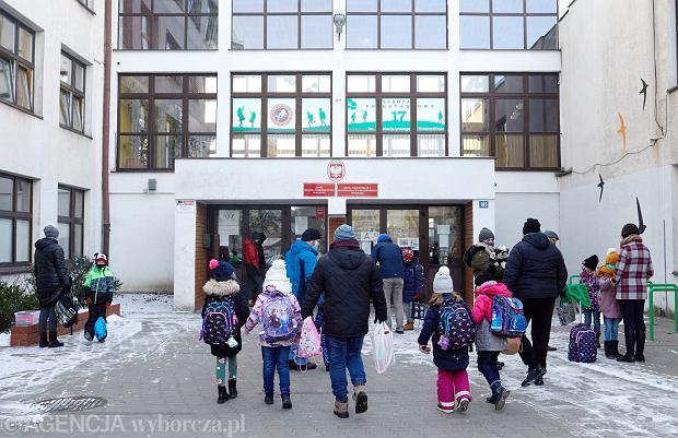 Powrót do szkół. Jakie obostrzenia obowiązują po feriach zimowych?