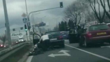 Bójka kierowców w al. Krakowskiej w Warszawie