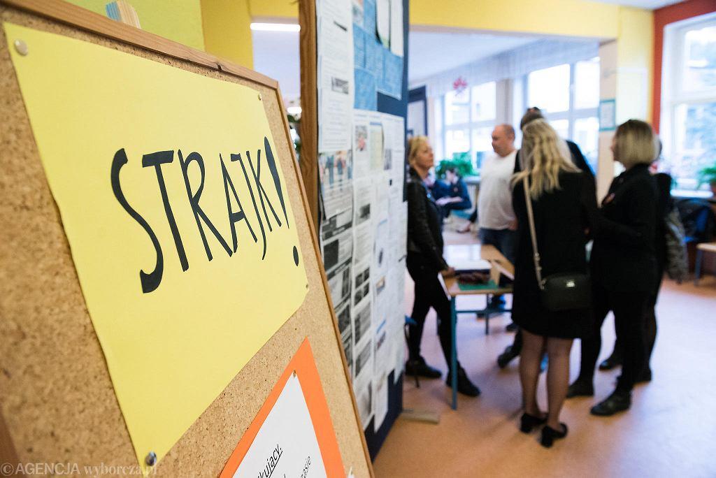 Strajk nauczycieli w ZSO nr 20 we Wrocławiu