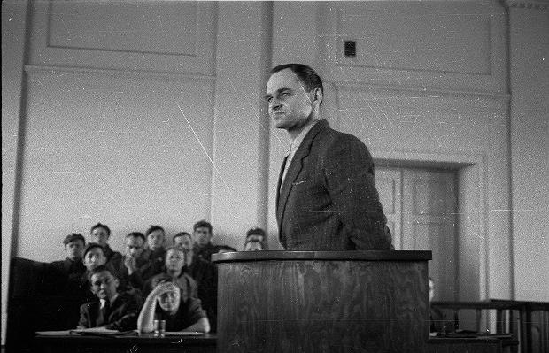 Warszawa, 3 marca 1948 r. Rotmistrz Witold Pilecki zeznaje przed sądem podczas procesu, w którym wraz ze swoimi współpracownikami został oskarżony m.in. o współpracę z wywiadem obcych mocarstw. Pilecki został stracony 25 maja 1948 r.