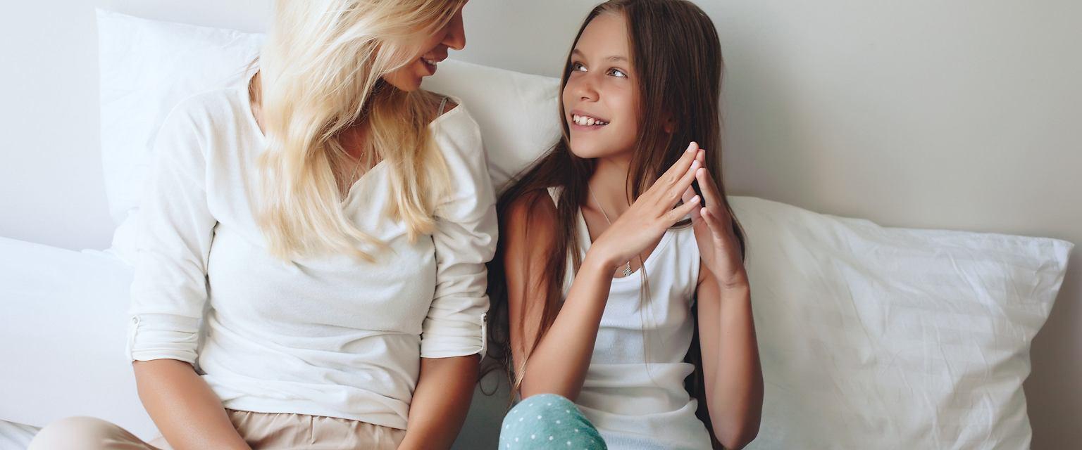 Komunikacja z dziećmi przebiega według pewnych zasad, które potwierdziła nauka (fot. Shutterstock)