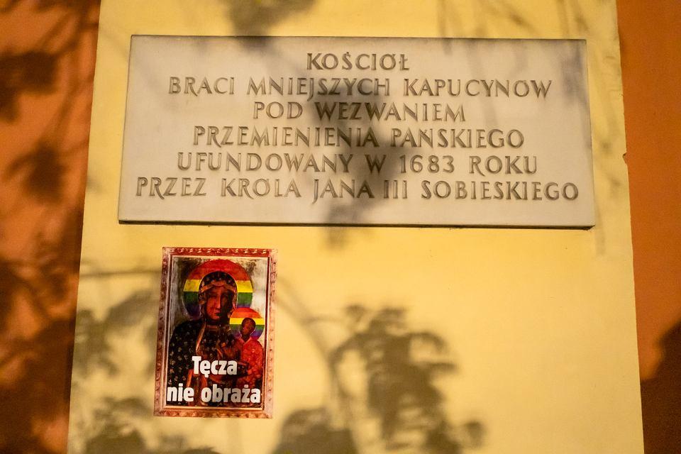Nocna Akcja Aktywistów W Warszawie Plakaty Z Matką Boską