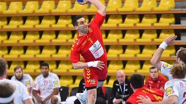 Kiryl Lazarov w roli grającego trenera w meczu z Danią.