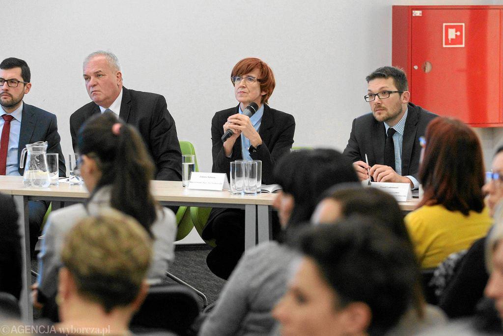 Minister Rodziny Pracy i Polityki Społecznej Elżbieta Rafalska na spotkaniu w sprawie programu Rodzina 500+