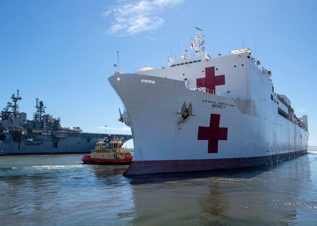 USNS Mercy wyrusza do Los Angeles z bazy w San Diego