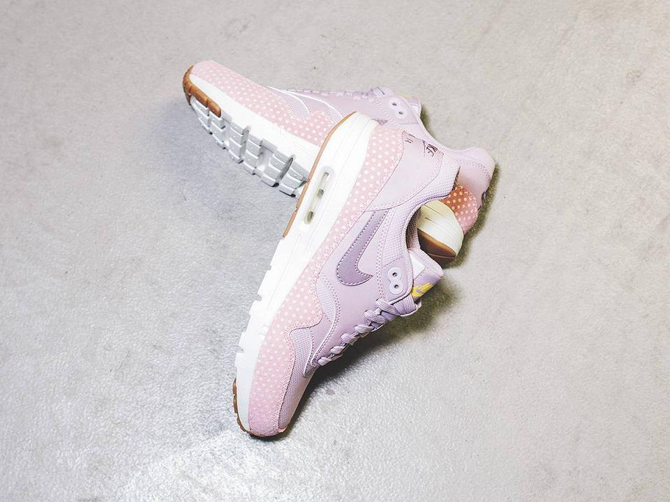 Wiosenne buty sportowe w pastelowych kolorach
