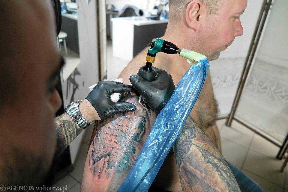 Moda Na Tatuaże W Płocku Chcą Je Mieć Wszyscy Politycy