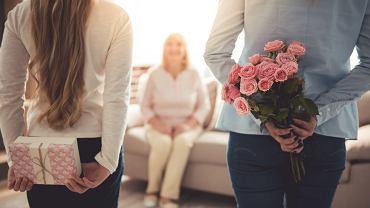 Prezent na Dzień Matki to bardzo często bukiet kwiatów. Zdjęcie ilustracyjne, VGstockstudio/shutterstock.com