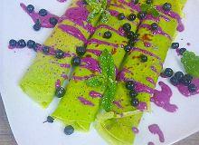 Naleśniki szpinakowe z serkiem jagodowym - ugotuj