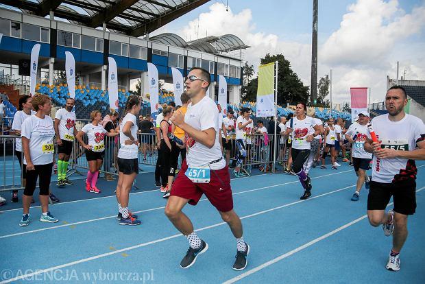 Zdjęcie numer 24 w galerii - PKO Bieg Charytatywny. Na Zawiszy pomagali biegając [ZDJĘCIA]