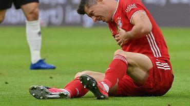 Robert Lewandowski, jeden z najostrzej atakowanych piłkarzy Bundesligi, w meczu z Borussią Mönchengladbach