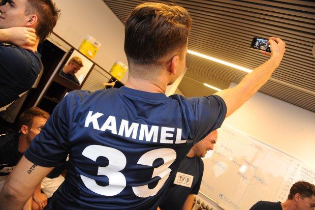 Kammel Robił W Szatni Selfie A Fotograf Jemu Sportowa