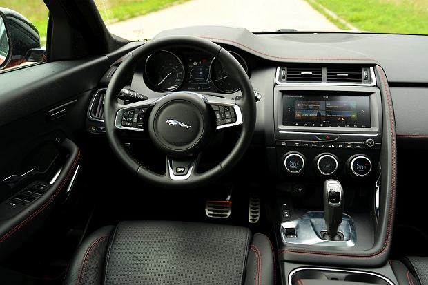 Jaguar E-Pace 2.0 i4D vs. Volvo XC40 D4