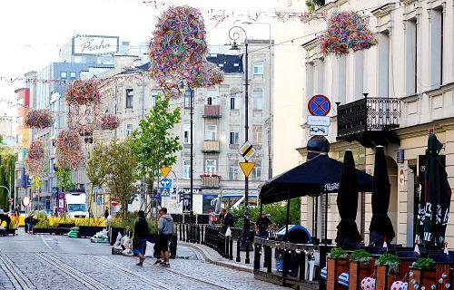 150 tysięcy plastikowych słomek zawisło nad ul. Ząbkowską. Co się z nimi stanie po Otwartej Ząbkowskiej?