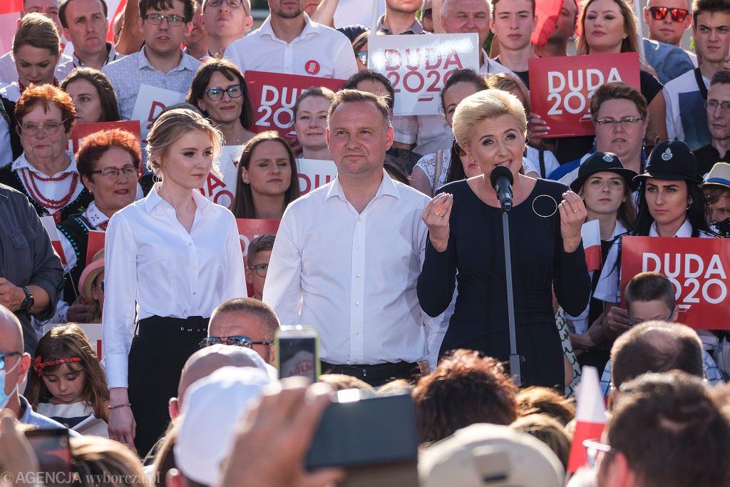 Andrzej Duda z córką Kingą i żoną Agatą