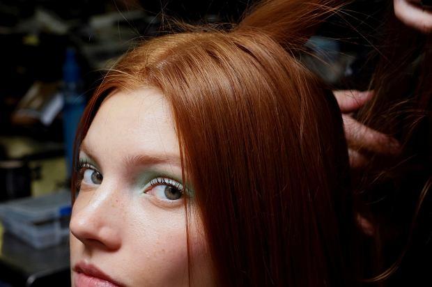 Ten zabieg jest idealny jeśli marzysz o prostych włosach. Zobacz na czym polega nanoplastyka włosów