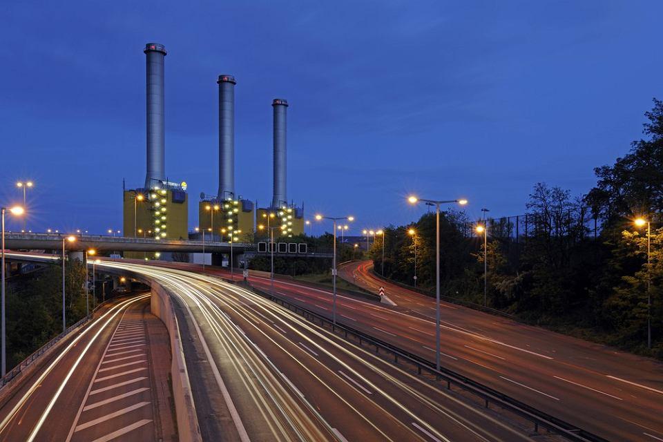Do klasyki dyskusji o arbitrażu inwestycyjnym przeszły takie sprawy jak Vattenfall przeciwko Niemcom. Bundestag zadecydował o wycofaniu się Niemiec z energii nuklearnej i nie przedłużył Szwedom pozwoleń na użytkowanie elektrowni na terenie Niemiec