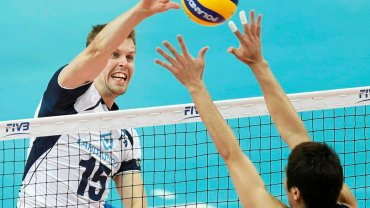 Mikko Oivanen (nr. 15) podczas meczu reprezentacji Finlandii