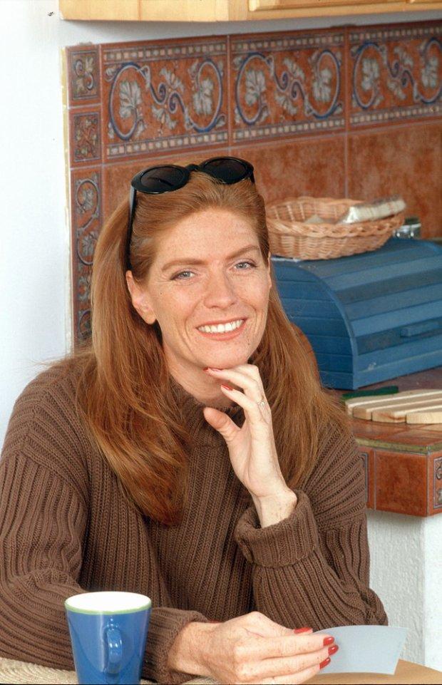 Katarzyna Dowbor w swoim domu, w 1998.