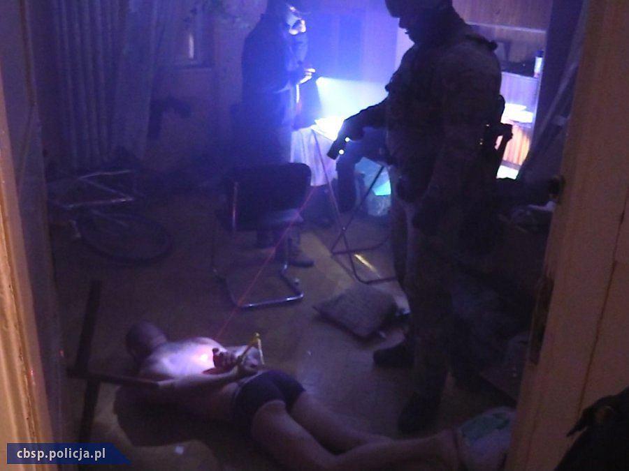Zatrzymanie podejrzanych przez funkcjonariuszy