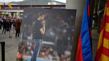 Tito Vilanova, były trener FC Barcelony zmarł w piątek w wieku 45 lat. Władze i kibice klubu oddają mu hołd
