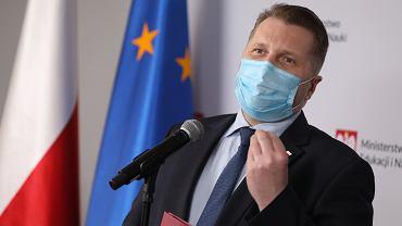Minister Czarnek o wprowadzeniu edukacji seksualnej do szkół. 'Wara od naszych dzieci'