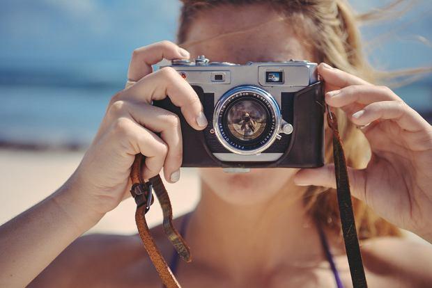 Smartfon, aparat czy kamera? Jak najlepiej uwiecznić wakacyjne wspomnienia