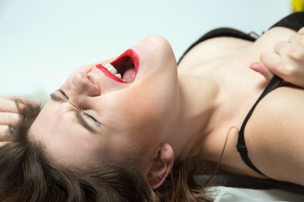 Kobiety w związkach homoseksualnych osiągają więcej orgazmów.