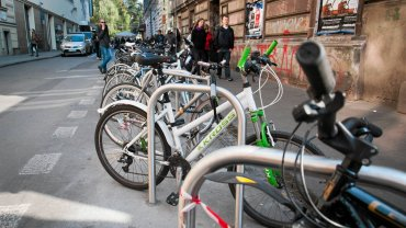 Stojaki rowerowe na ulicy Krupniczej