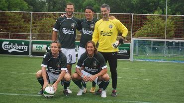 Od lewej stoją: Patrick Berger, Nuno Valente, Victor Baia. Kucają od lewej: Boudewijn Zenden i Michael Salgado