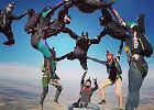65 kobiet ustanowiło rekord świata w skoku ze spadochronem w formacji pionowej