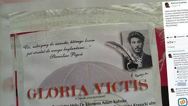 Plakat ze zdjęciem Stalina na Helu