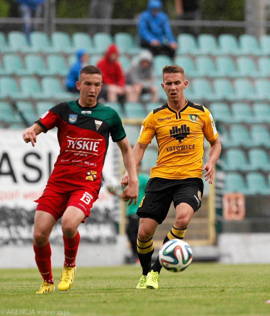 Mateusz Grzybek (z lewej) i Aleksander Januszkiewicz w meczu GKS Tychy - GKS Katowice 0:3