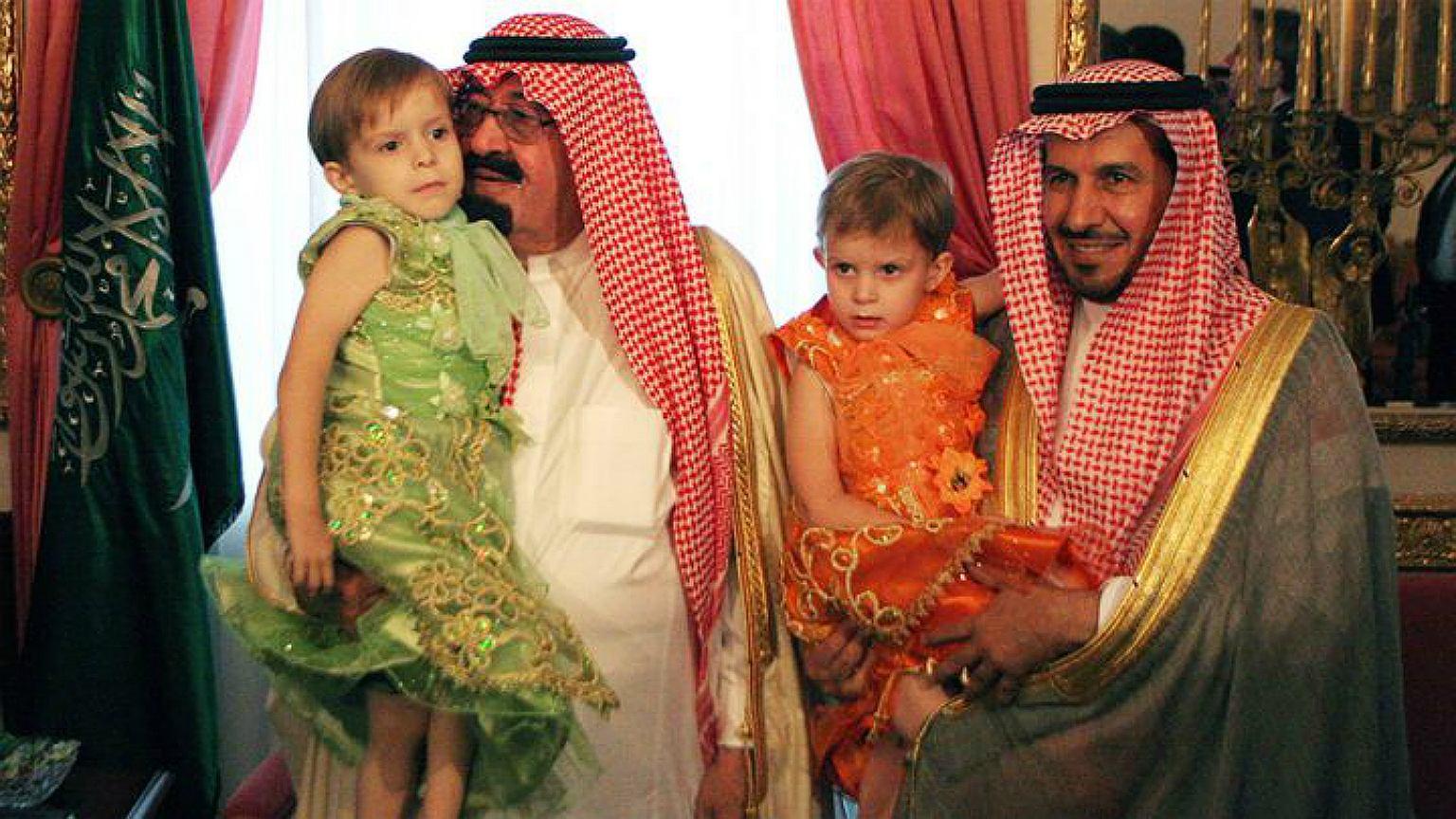 Doktor Al Rabeeah i król Abdullah z bliźniaczkami z Janikowa