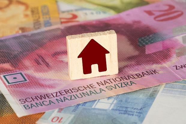 Eksperci do frankowiczów: Nie zawierajcie ugód z bankowcami