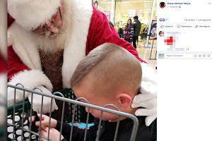 """Święty Mikołaj uspokoiłdziecko z autyzmem. To był """"cud Bożego Narodzenia"""""""