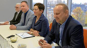 W środku: Grzegorz Smoliński, prezes Warmińsko-Mazurskiej Strefy Ekonomicznej w Olsztynie, i odwołana wiceprezes Małgorzata Sobieska zu Schwarzenberg