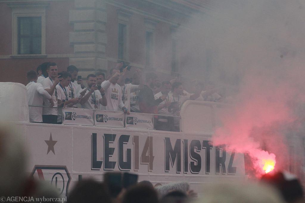 Legia Warszawa świętuje zdobycie mistrzostwa Polski w sezonie 2017/18