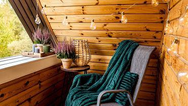 Balkony - inspiracje w sam raz na jesień! [aranżacja, ozdoby, wystrój]. Zdjęcie ilustracyjne