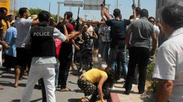 Policja próbuje kontrolować spanikowany tłum w Susie po tym, jak rozległy się strzały