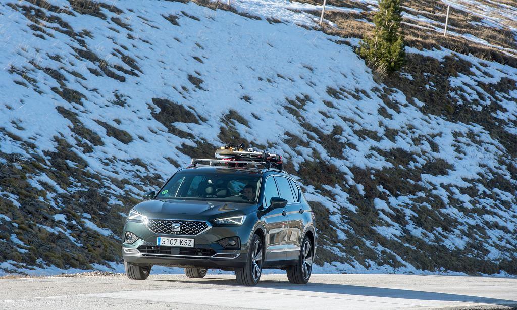 Tak dobre warunki w górach jak na tym zdjęciu to rzadkość, trzeba więc jeździć ostrożnie