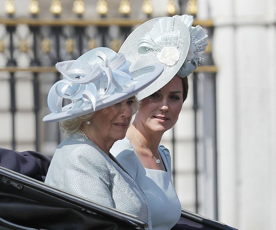 Camilla, księżna Kornwalii; księżna Kate (Kate Middleton) na Trooping the Colour