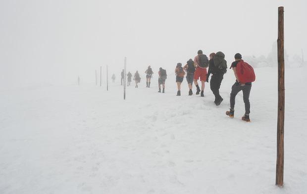 'Podczas wycieczki zdarza się, że ktoś zaprotestuje przeciwko przerywaniu wyprawy, bo 'przyszedł tu, żeby zdobyć szczyt'. Nie możemy dopuścić do tego, żeby zwyciężyło ego' (fot: Michał Wawrzonek)