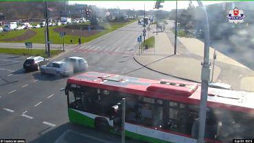 Lubelska Policja ostrzega przed przejazdami na czerwonym świetle. Opublikowała nagrania
