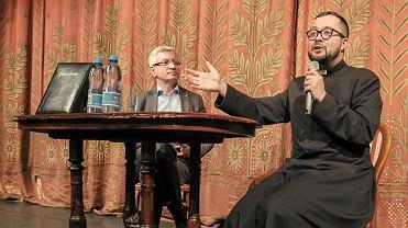 Strajk nauczycieli. Jacek Jaśkowiak i ksiądz Radek Rakowski na lekcji o religii